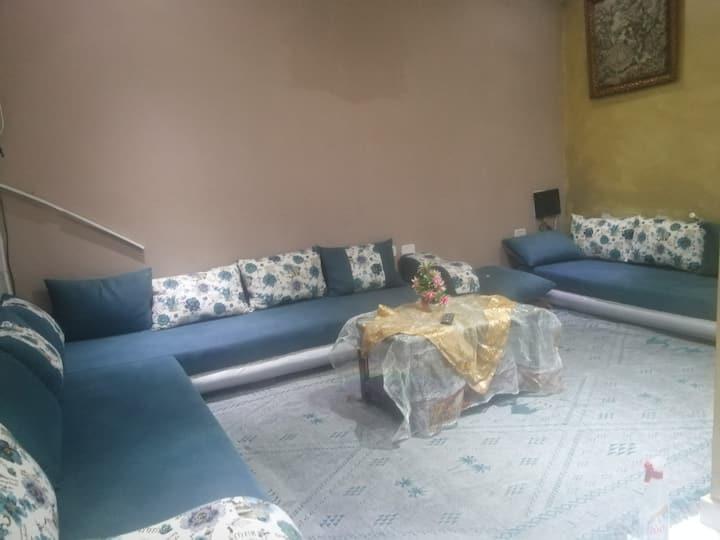 Etage de maison richement meublé