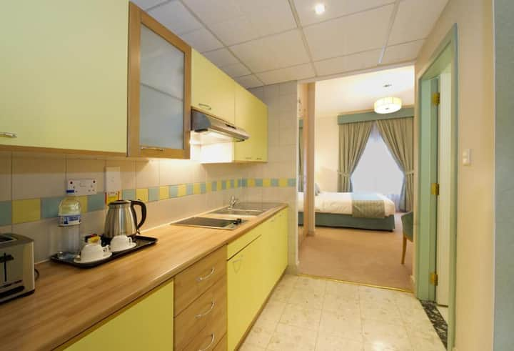 STUDIO NEAR AIRPORT WITH DAILY BUFFET BREAKFAST