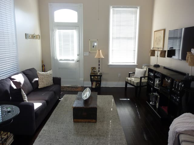 Bywater Beauty 2 Bedroom Gorgeous Apt w/ Parking - New Orleans - Apartment