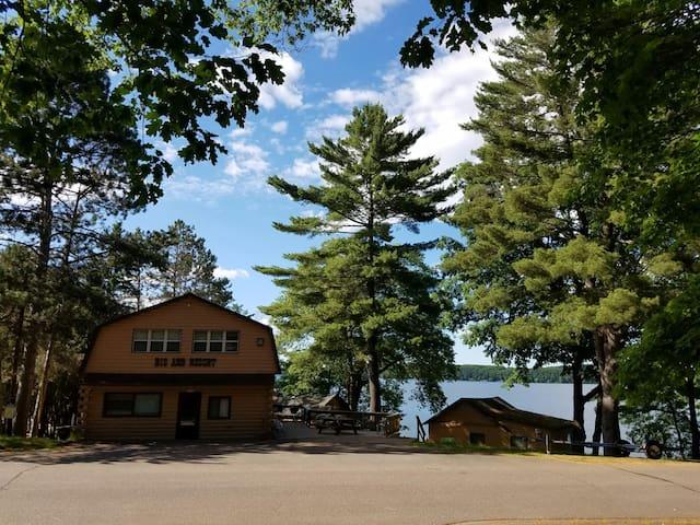 Beautiful lakeside Newly renovated 3bdrm