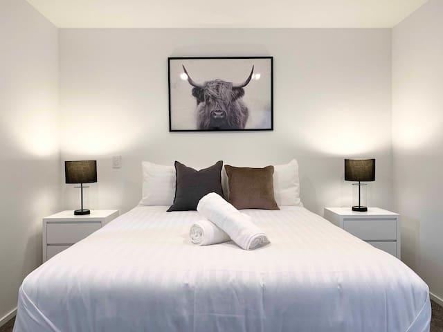 Stylish one bedroom entire apartment 1000m/s fibre