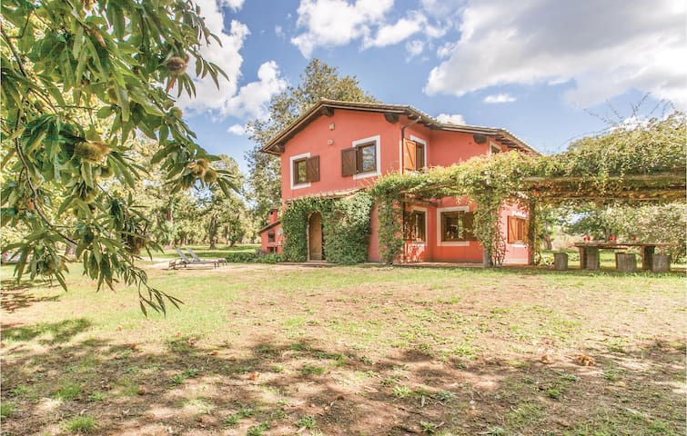 Holiday cottage with 3 bedrooms on 120 m² in Manziana
