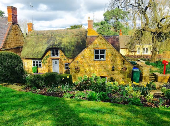 Grade II Thatched Cotswolds Retreat - Farnborough - Casa