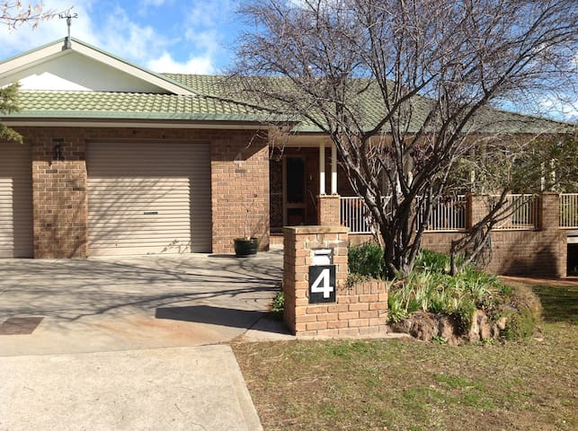 Comfortable, clean, spacious, 3 bedroom house ACT