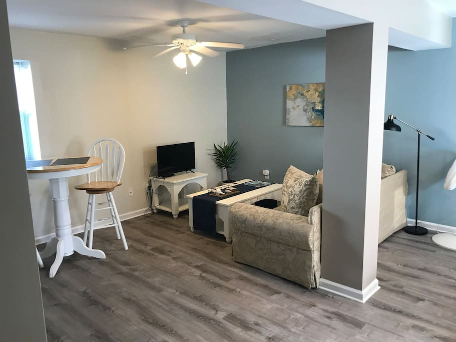 Studio apartment with dedicated parking spot and private entrance