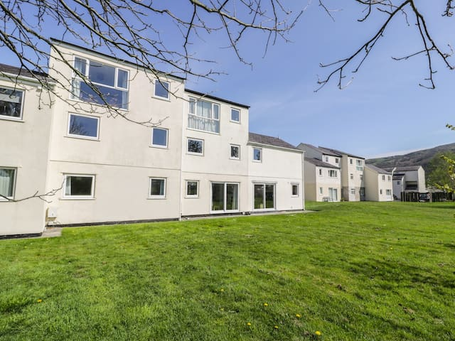 SOUTH KEEP, pet friendly, with a garden in Harlech, Ref 966161