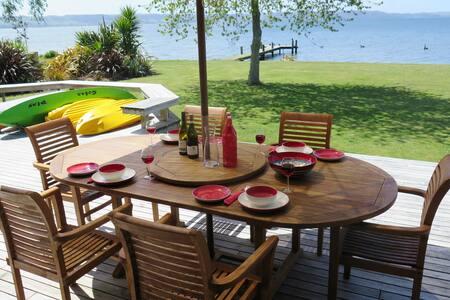 Waikuta Lakeside  Retreat on Lake Rotorua - Ngongotaha - House