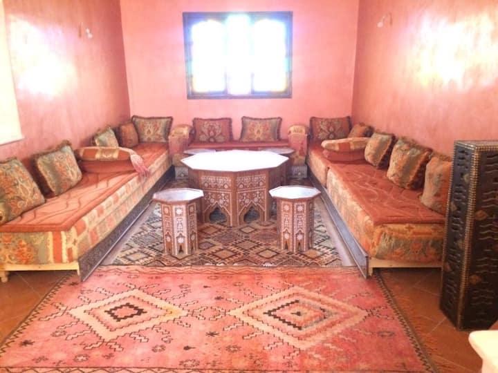 Villa traditionnelle spacieuse et meublée