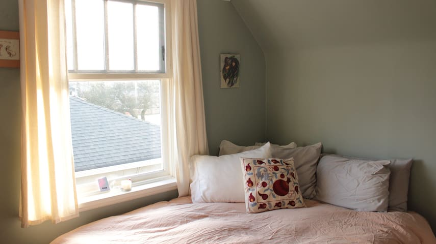 Room For Rent f