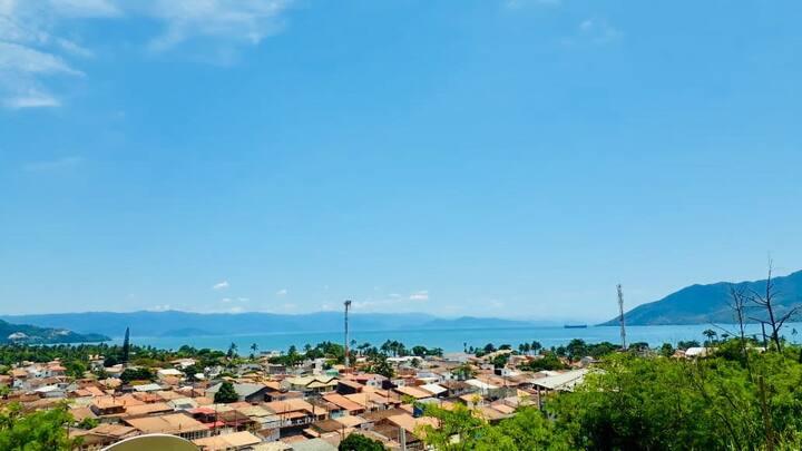 Casa com Vista para o Mar e canal de Ilhabela.