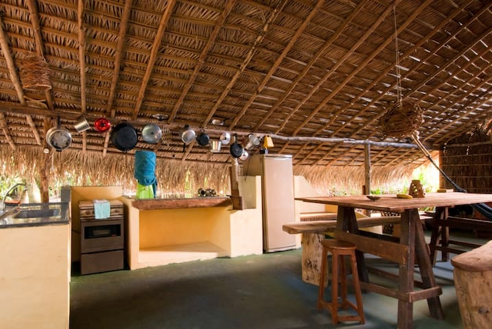 Quarto privado Casa da Mangueira 150m praia Moreré