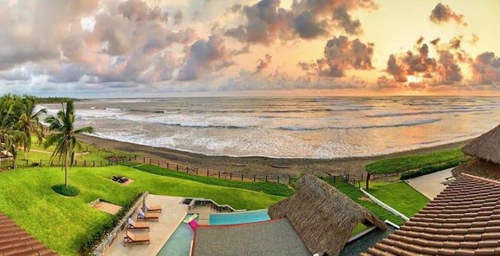 Casa Tortuga Playa La Saladita, House & Casita