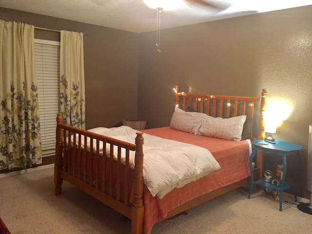 "Cozy master for your ""home away from home"" feel! - Edmond"