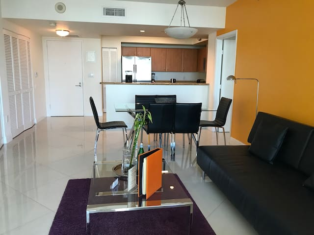 Amazing 2 BR Apartment in Brickell by Dharma
