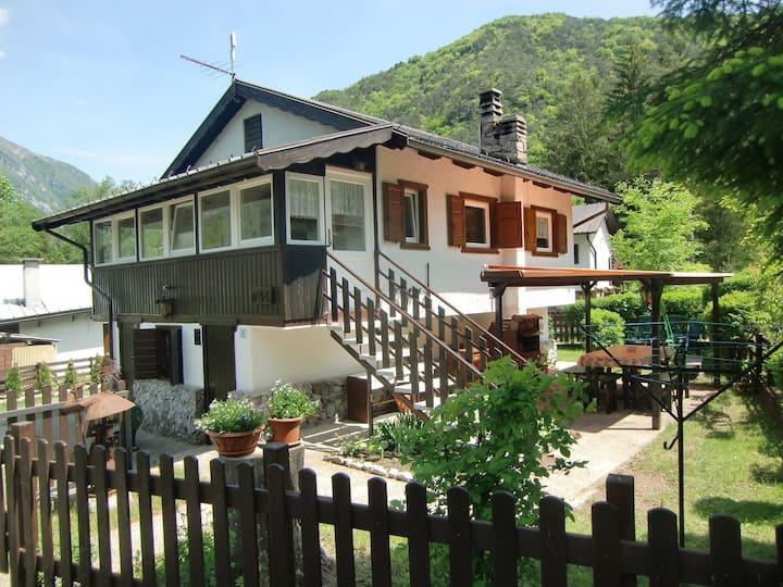 Casa singola con giardino privato vicino al lago