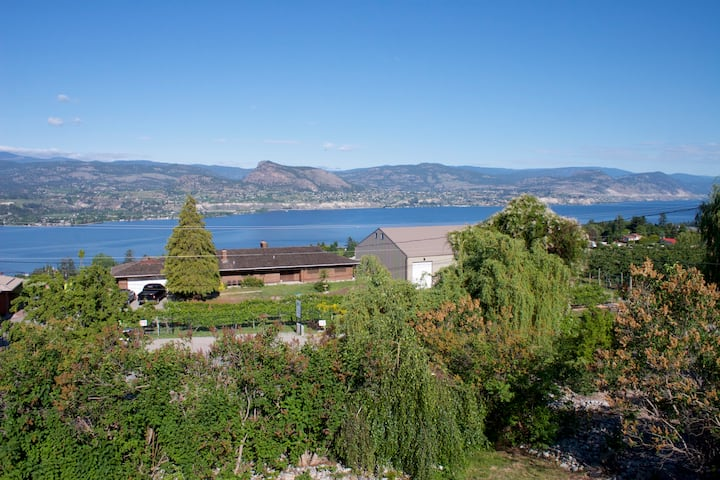 Tranquil Lakeview Home in Naramata Wine Country