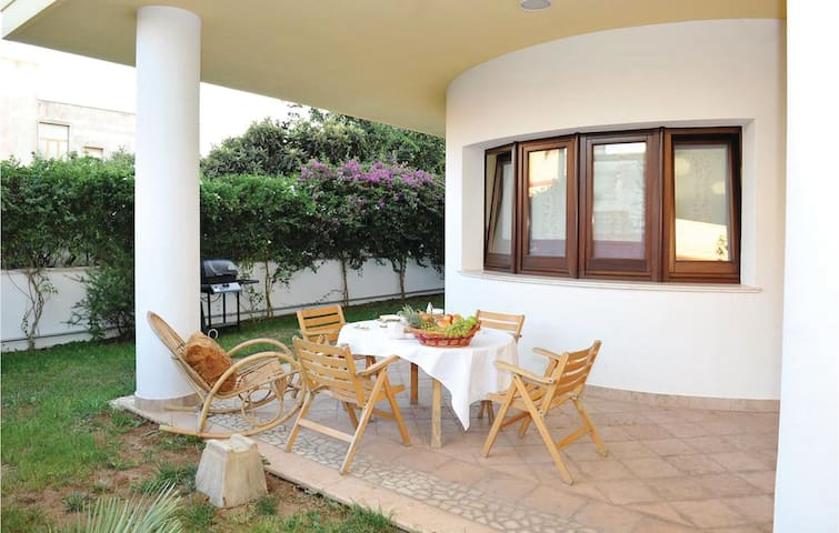 Semi-Detached with 1 bedroom on 70 m² in Taurisano (LE)