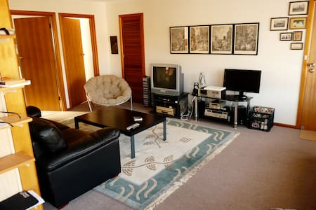 Lovely apartment in trendy Hobart suburb of Moonah - Moonah - Flat