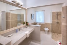 Ginger Master ensuite, Comfortable, Spacious and Luxuriant.