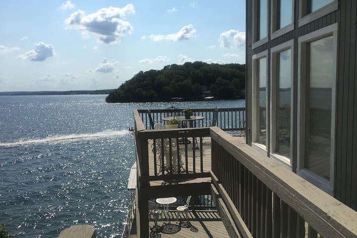 Family cabin LAKE FRONT, boat slip, Paradise Pt.