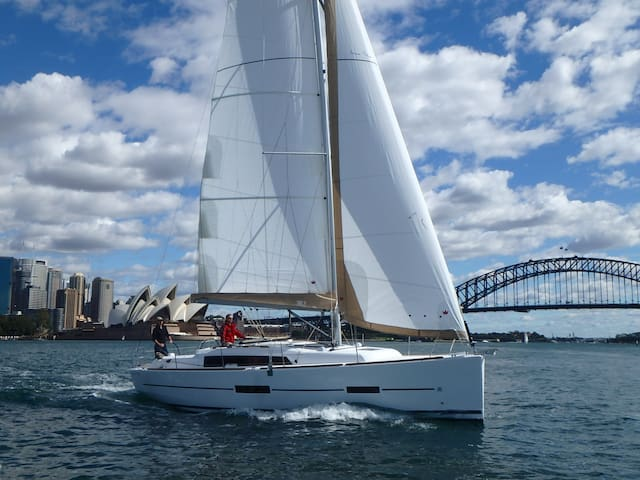 Romantic B&B On A Luxury Yacht In Sydney Harbour