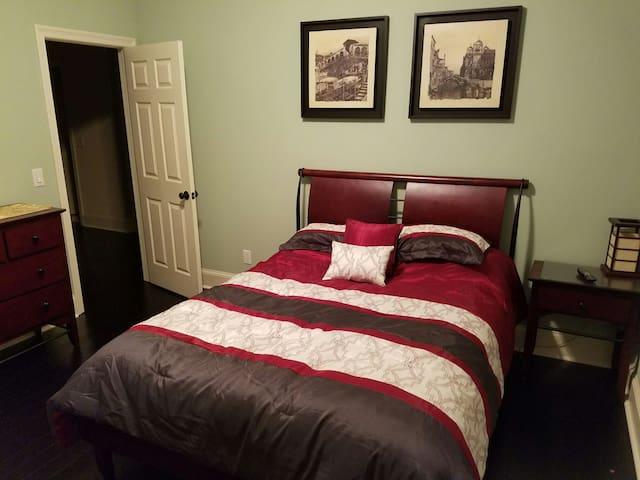 Beautiful room in a quiet upscale neighborhood