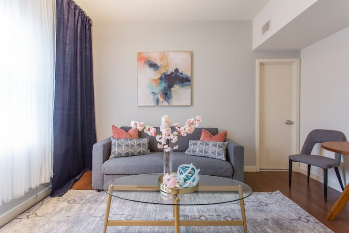 Modern/Market East Apartment