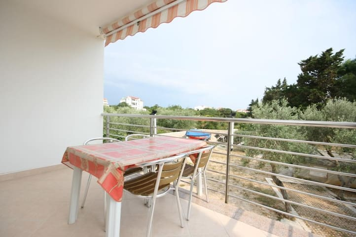 One bedroom apartment with terrace Novalja (Pag) (A-6398-d)