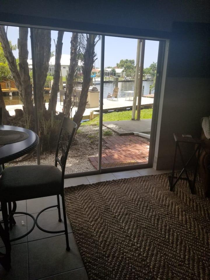 Waterfront 2 bed/ 1 bath, 2 miles to Siesta Key!