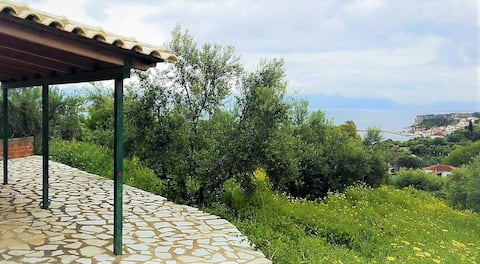 Tiny country house, exquisite sea & mountain view