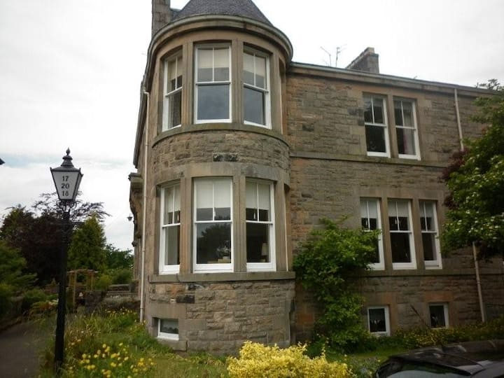 Beautiful 2 bed apartment near to Stirling centre