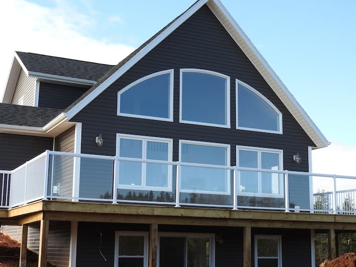 *New* & Luxurious Admiral's Escape with Waterview