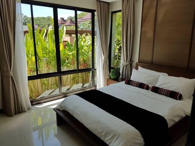 Third double bedroom with garden view