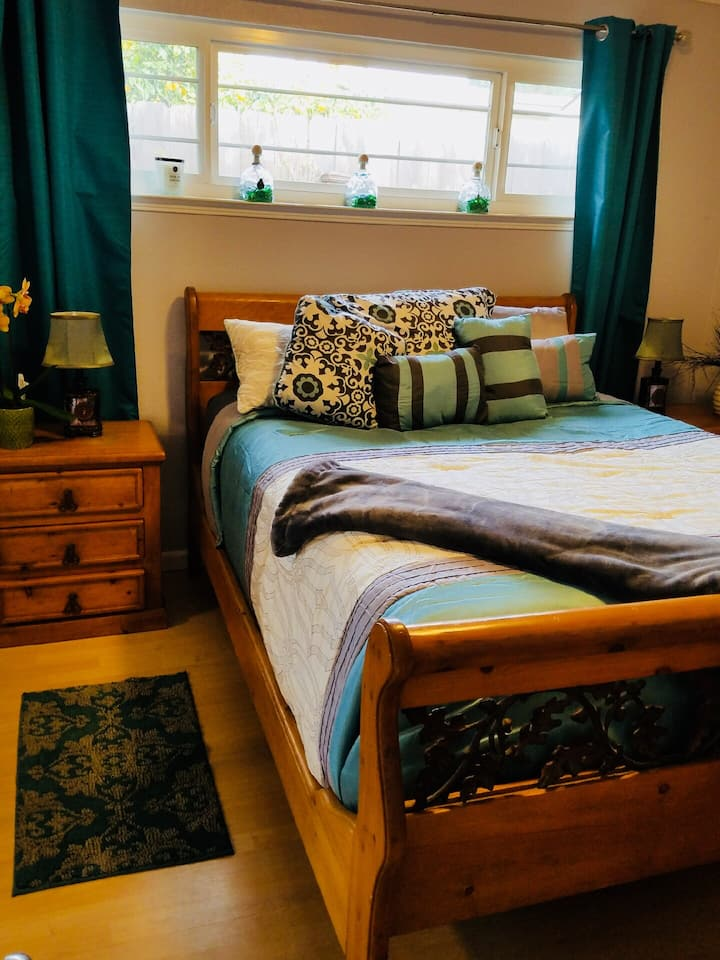 SERENITY BY THE SEA**** Queen Bedroom Dog Friendly