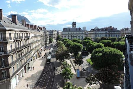 Grenoble historique hyper centre - Grenoble - Bed & Breakfast