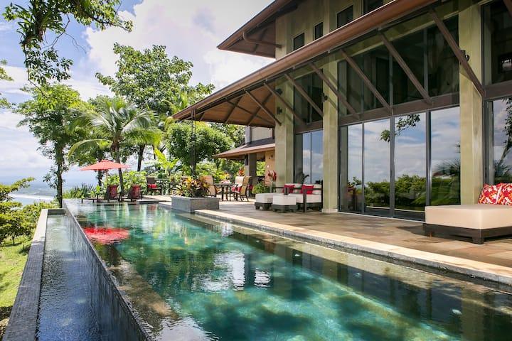 Villa Paraiso: Views, Privacy & Luxury
