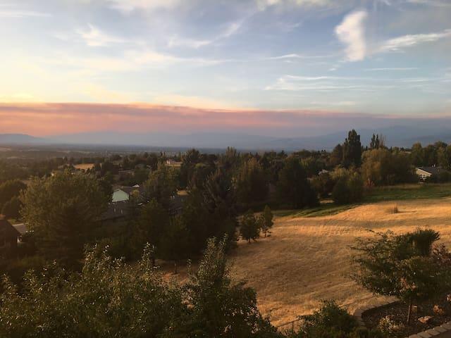Valley View Hillside Suite
