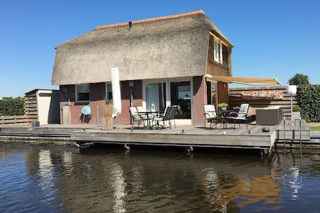 Breukelen: Rustiek huisje aan Loosdrechtse Plassen - Breukelen - House