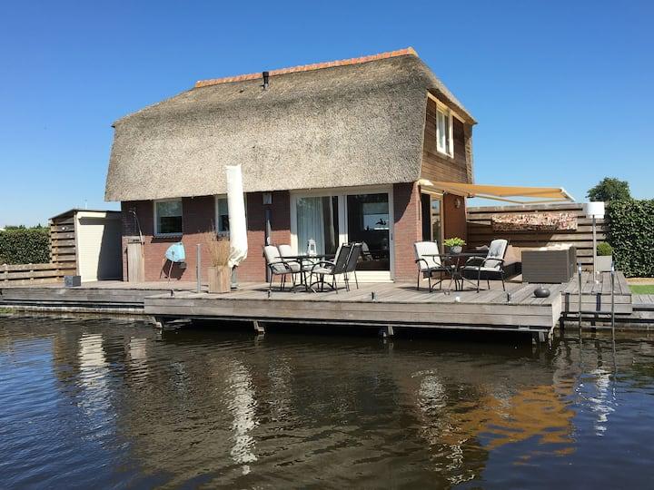 Breukelen: Rustiek huisje aan Loosdrechtse Plassen