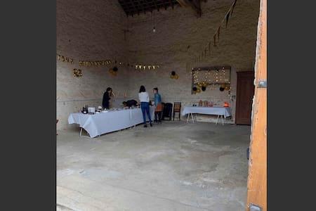 Grange pour réception 15-16 personnes