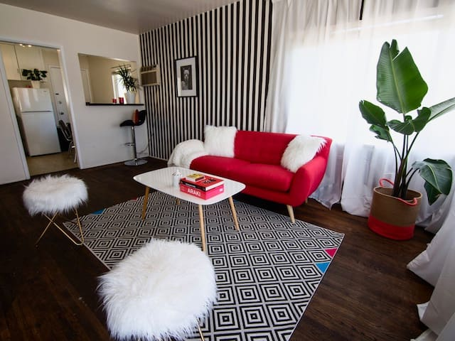 CUTE AND COZY 1 BDR APARTMENT IN  SILVER LAKE