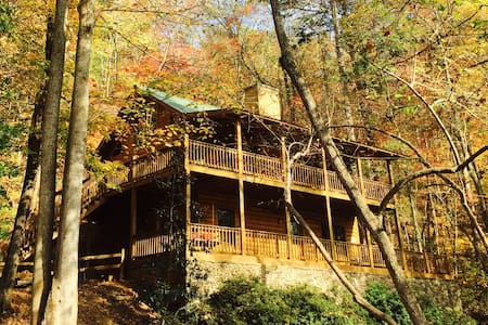 Woods, River, Wine in North GA Cabin Retreat - Dahlonega - Kabin