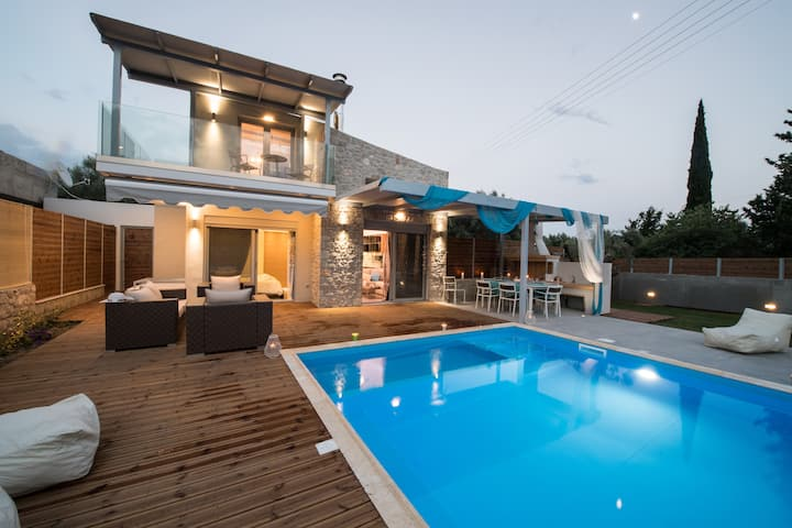 LUXURY VILLAS LEFKAS WITH PRIVATE POOL