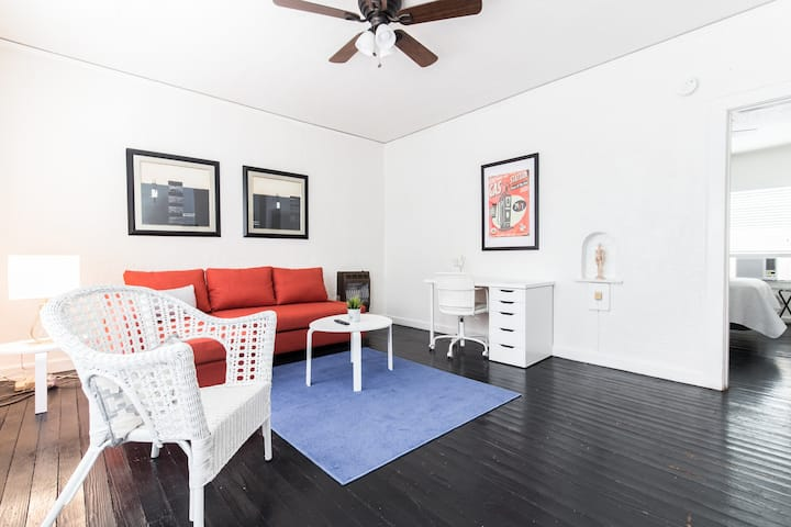 Bishop Arts Trendy Apartment