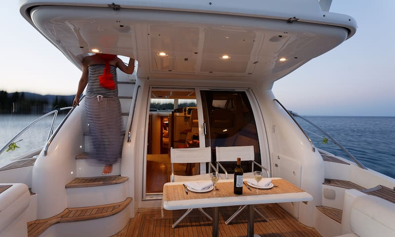 Luxury Motor Yacht Sealine 42/5 Fly   Andrieta.gr