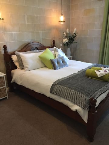 Spotless beautifully appointed room 2 Fitted out with every comfort and a pillow for all types of sleeper!