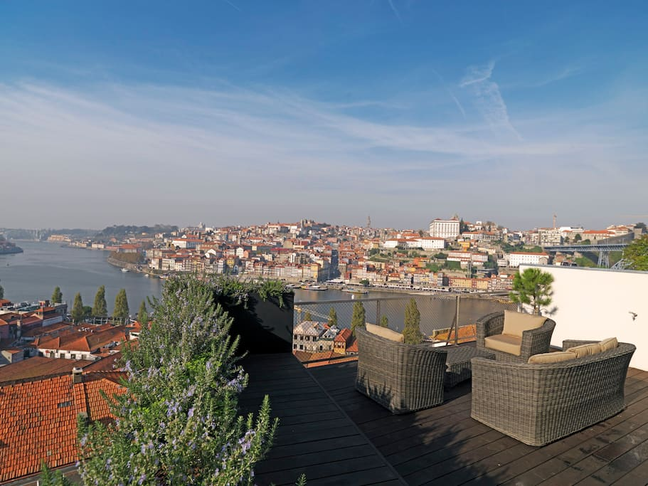 Porto river view terrace houses for rent in vila nova de for 2115 east river terrace