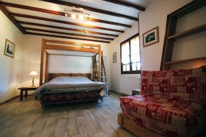 Chambre dans un gîte à Meyrueis Parc des Cevennes
