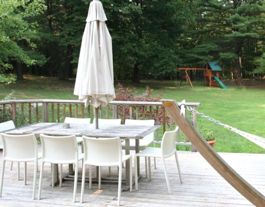 Outdoor seating for 10