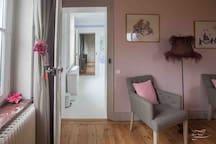 Chambre 3 d'une surface d'environ 27 m2 Lit double 180x200 Nombreux placards Bureau TV + Wifi
